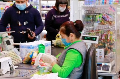 """Үсөнбаев: Бишкектеги """"Фрунзе"""" гипермаркетинин кызматкери коронавирус жуктуруп алган"""