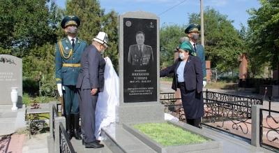 Полковник Үсөнбек Ниязбековго эстелик орнотулду