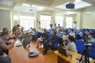 Аида Исмаилова Кыргызстанга келген россиялык дарыгерлердин тобу менен жолугушту