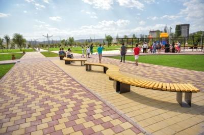 Бишкек шаарынын мэриясы: Шаардыктарды жаңы сейил бакка бак тигүүгө чакырат