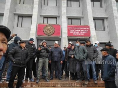 Талас: Губернатор Марат Мураталиев кызматын тапшырды