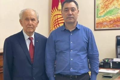 Премьер-министр Садыр Жапаров Апаз Жумагулов менен жолукту