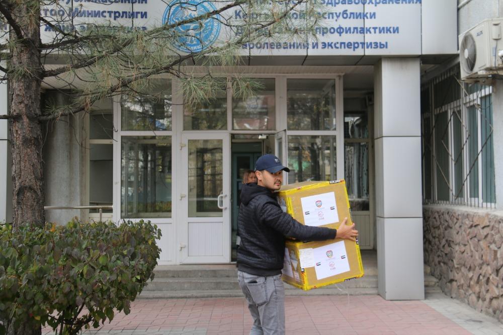 Кыргыз футболдук союзу 10 миң ПЦР-тестти министрликке өткөрүп берди