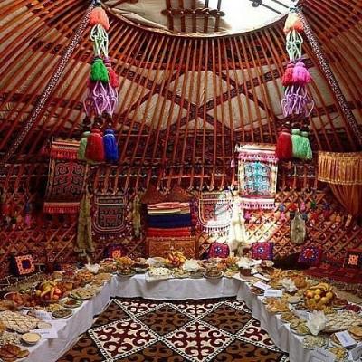 """Бишкекте """"Куттуу боз үй"""" аталышындагы көргөзмө башталат"""
