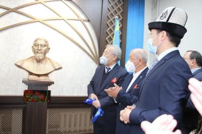 Улуттук китепканада Абай атындагы Кыргыз-Казак маданий борбору ачылды