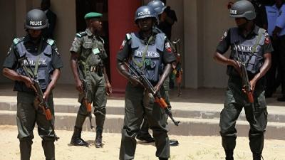 Нигерияда куралчан кишилер мектепке чабуул жасап жүздөгөн балдарды уурдап кетти