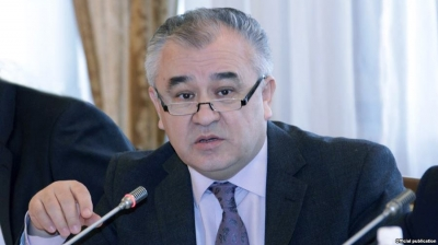 Өмүрбек Текебаевдин мандаты боюнча соттук териштирүү 25-декабрга жылдырылды