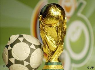 Бишкекте өспүрүмдөр арасында өткөн футбол чемпионатынын жеңүүчүлөрү сыйланды