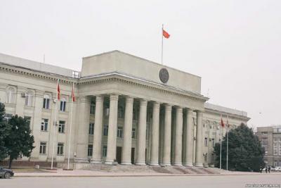 Кыргыз өкмөтү коронавируска каршы 1 миллион 200 даана вакцина алууга билдирме берди
