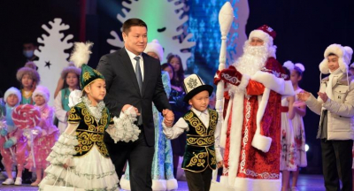 Талант Мамытов президенттик балаты майрамында балдарды куттуктады