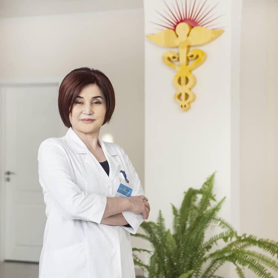 """Гүлбү ШАЛТАКОВА, """"Лазмед"""" клиникасынын директору:  """"Адам баласына табигый дарылоо ыкмасы пайдалуу"""""""