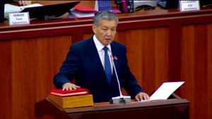 Парламентте жаӊы депутат Шералы Абдылдаев ант берип, өзүнүн ыйгарым укуктарын аткарууга киришти