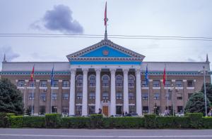 Алдын ала жыйынтык боюнча Бишкекте 6 партия алдыга чыкты
