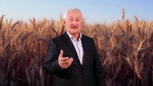 """Эсенгул ИСАКОВ, экс-депутат, коомдук ишмер: """"Ата-энебиздин элге кылган кызматы үчүн сыймыктанабыз"""""""